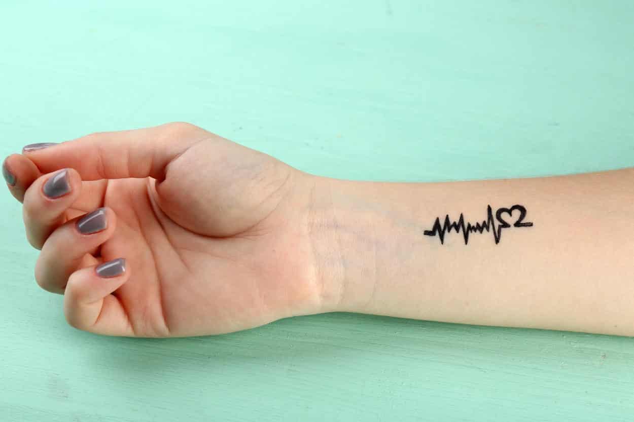 diseños populares de tatuajes minimalistas