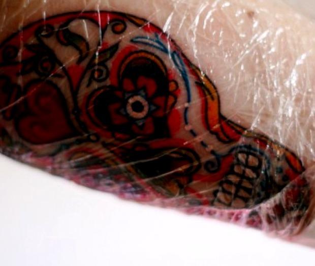 Durante la sesión del tatuaje