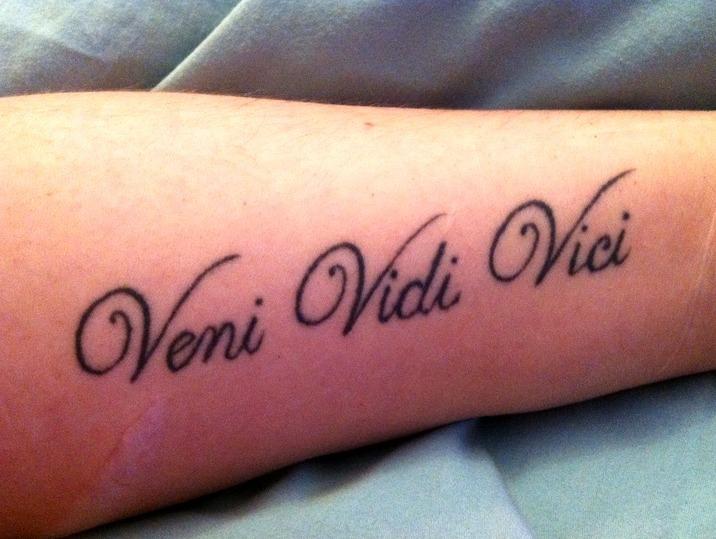 48 ideas de tatuajes de frases de hombre mujer fotos for Frases en latin de amor