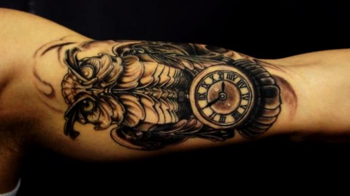 Tattoos de búhos con reloj