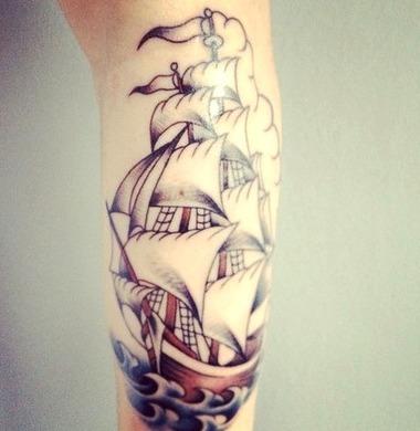 Tattoos de carabelas en mujeres