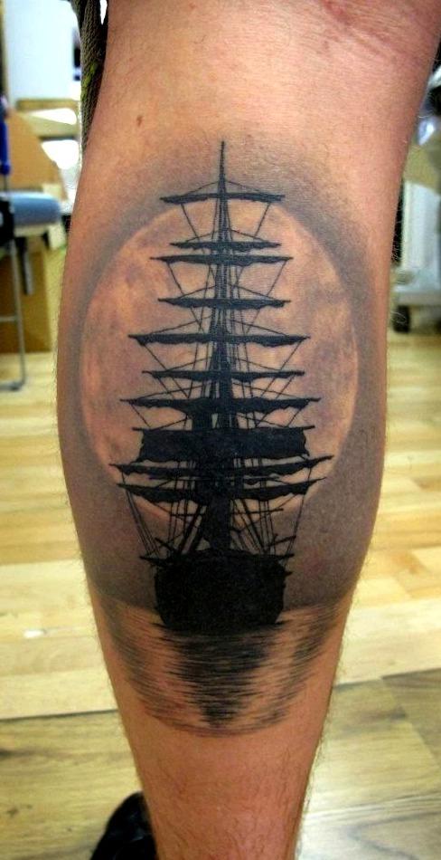 Tattoos de carabelas y luna