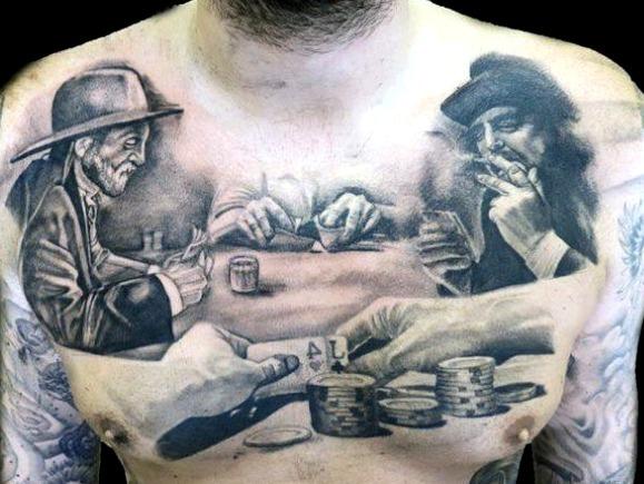Tattoos de cartas de póker en hombres