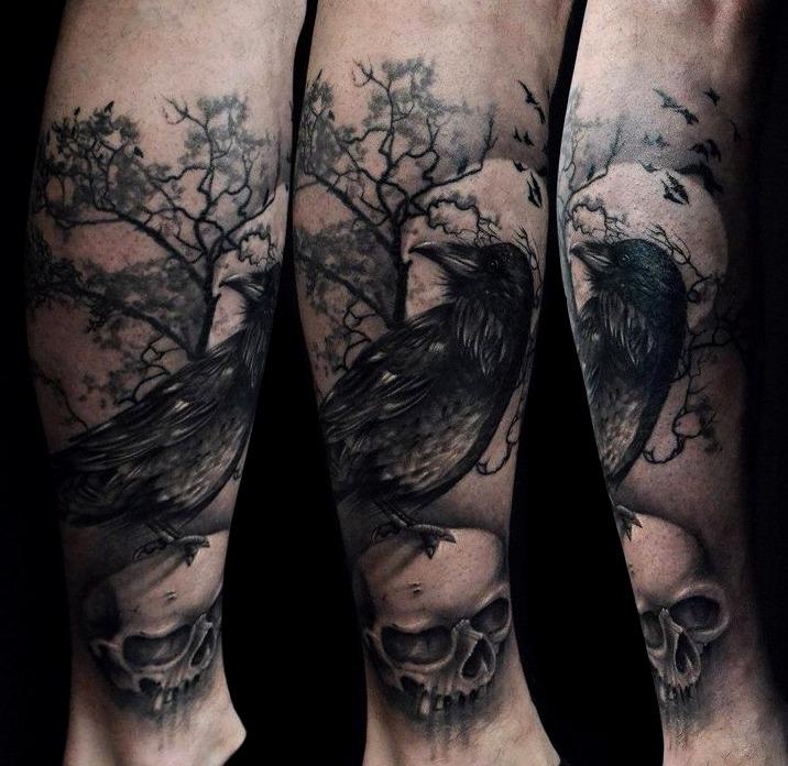 Tattoos de cuervos con luna
