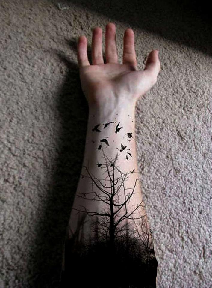 Tattoos de cuervos en arboles