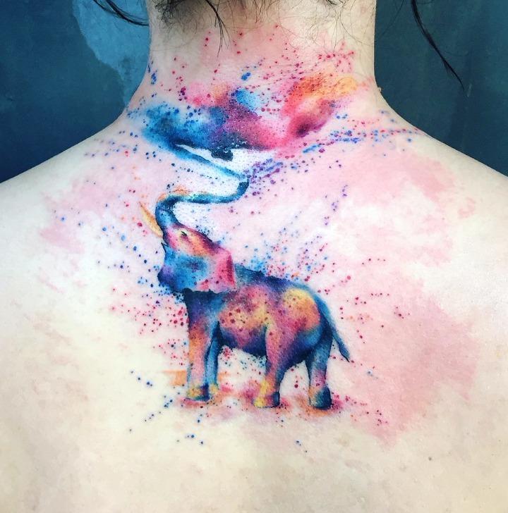 Tattoos de elefante al estilo acuarela