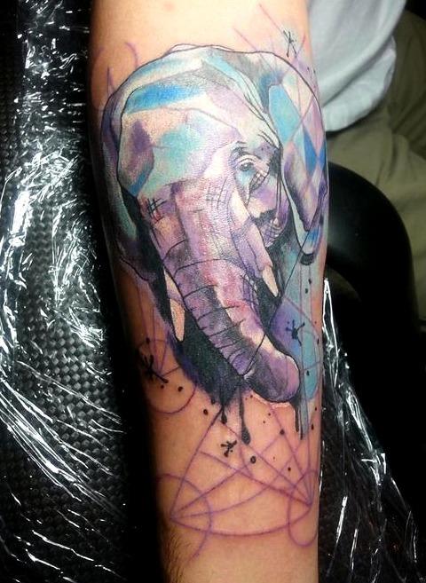Tattoos de elefantes geométricos