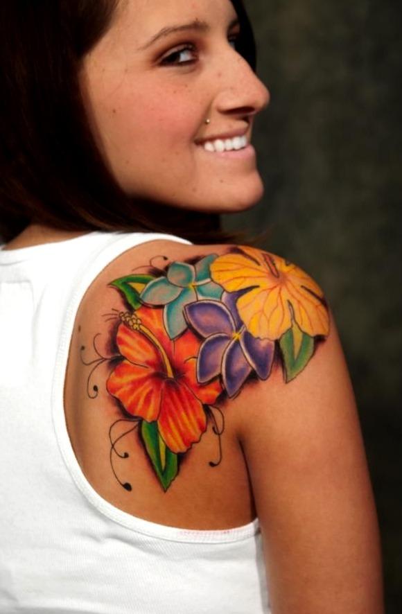 Tattoos de flores para el hombro