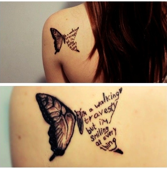 Tattoos de mariposas con texto