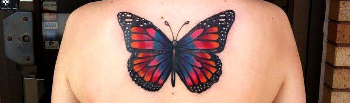 Tattoos de mariposas en la espalda