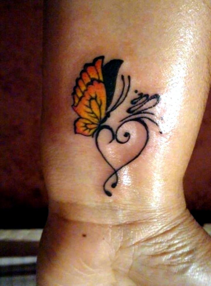Tattoos de mariposas en la muñeca