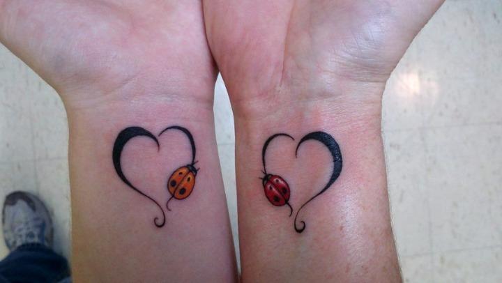 Tattoos de mariquitas y corazones