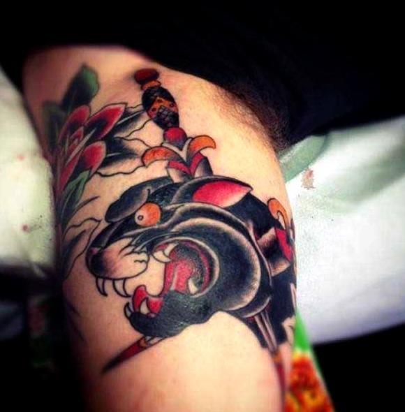 Tattoos de panteras en el brazo