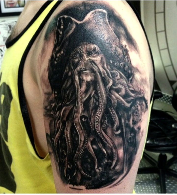 "Tattoos de pulpo de ""Piratas del Caribe"""