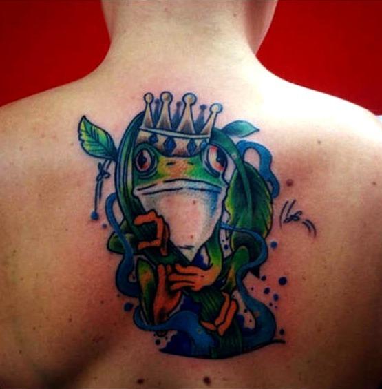 Tattoos de ranas con corona