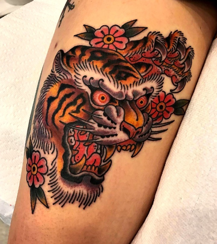 Tattoos de tigres rugiendo