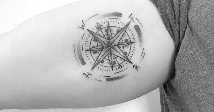 Tatuaje en el interior del brazo (bíceps)