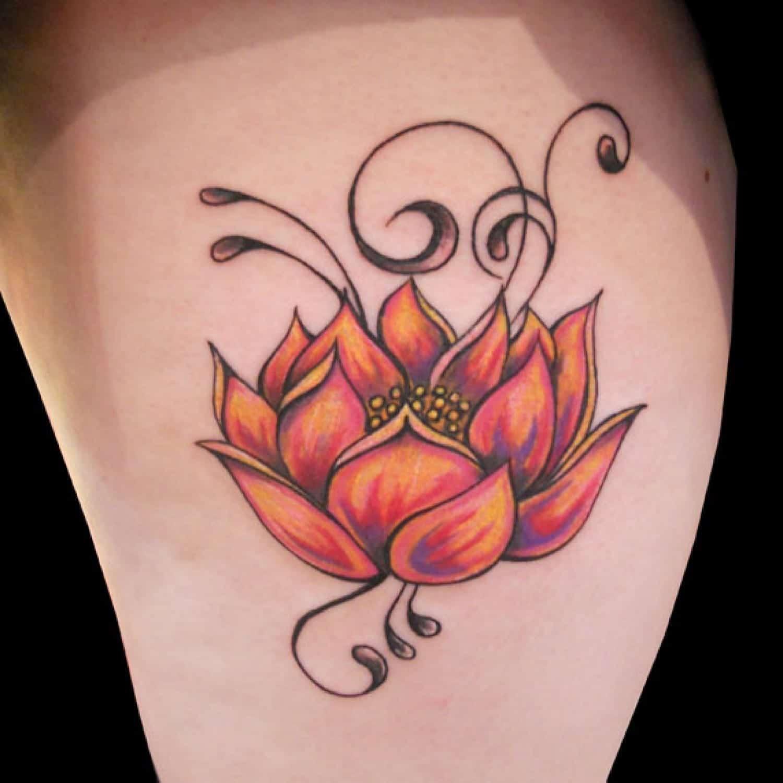 tatuaje flor de loto rojo