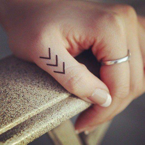 tatuaje minimalista simbolo