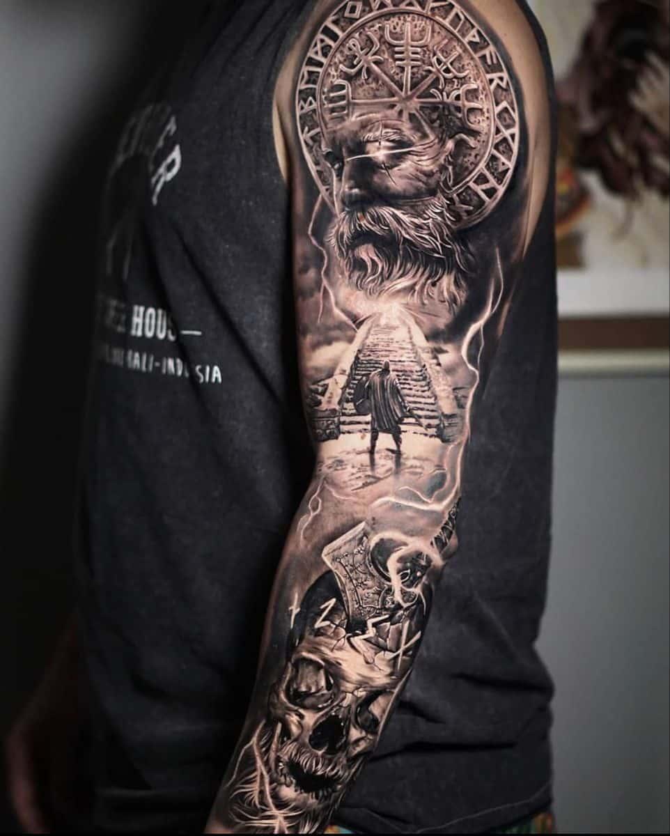 tatuaje nórdico brazo