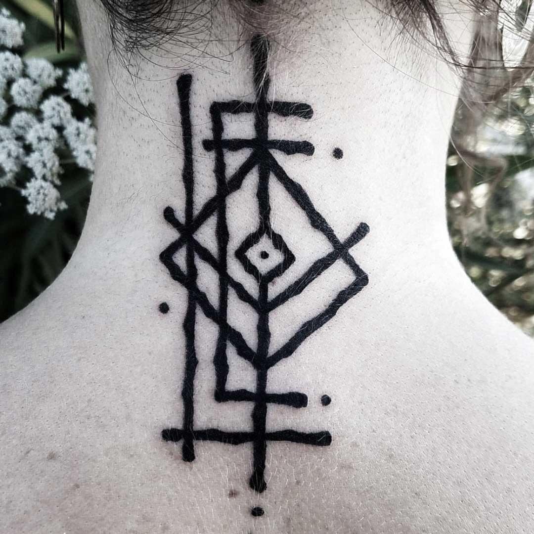 tatuaje nordico mujer