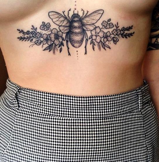 Tatuajes de abejas en mujeres