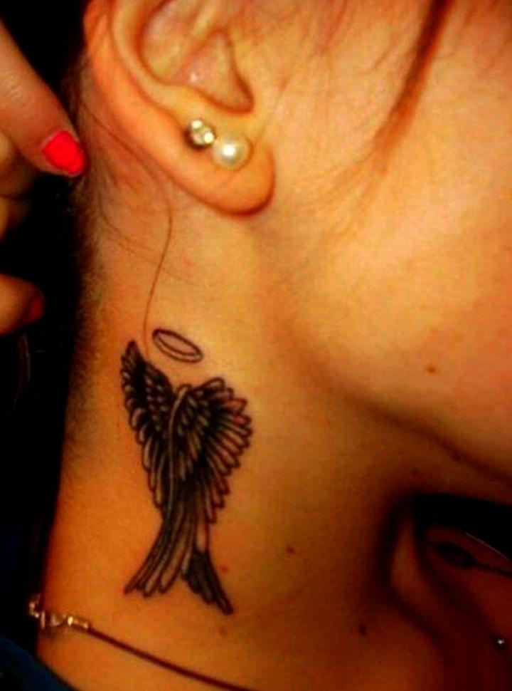 Tatuajes de alas en el cuello