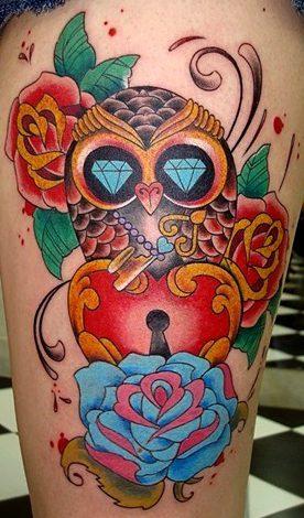 Tatuajes de búhos con candado de corazón