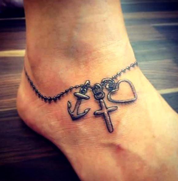 Tatuajes de cadenas con cruces