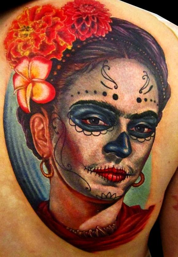 Tatuajes de Catrina con rostro de Frida Kahlo