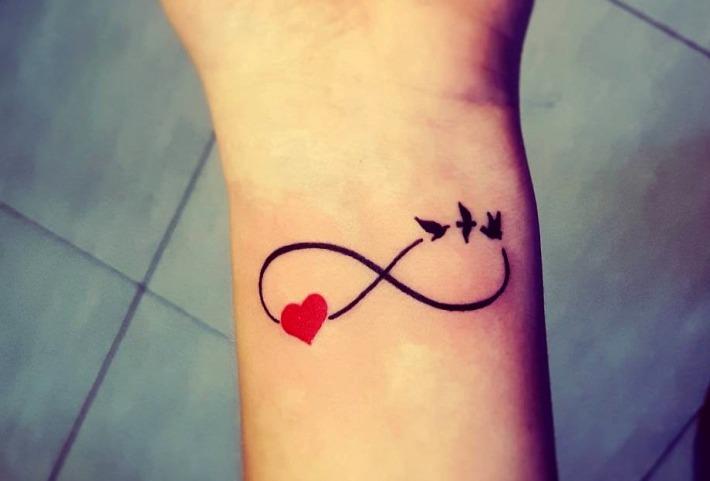 Tatuajes de corazones con el símbolo infinito