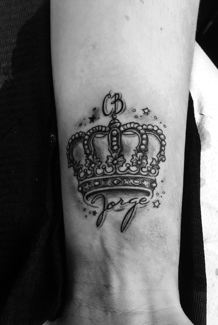 Tatuajes de coronas con nombres