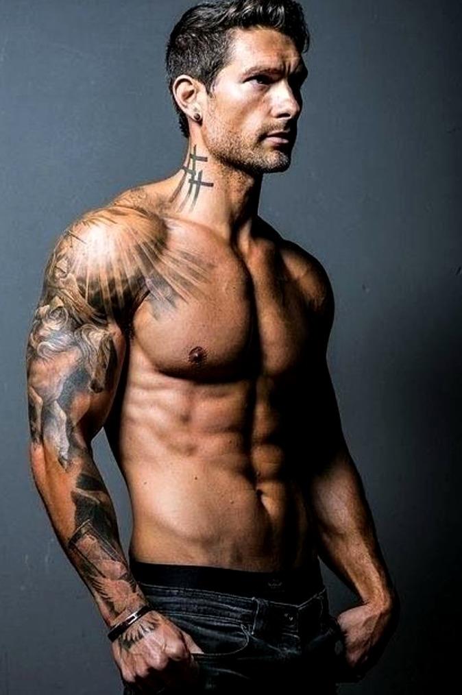 Tatuajes de cruces para hombres