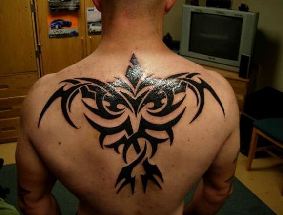 Tatuajes de cuervos al estilo tribal