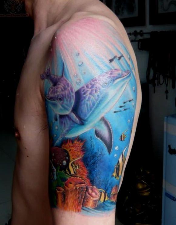 Tatuajes de delfines en el mar