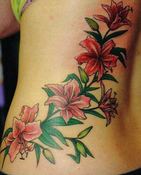 Tatuajes de enredaderas en la espalda