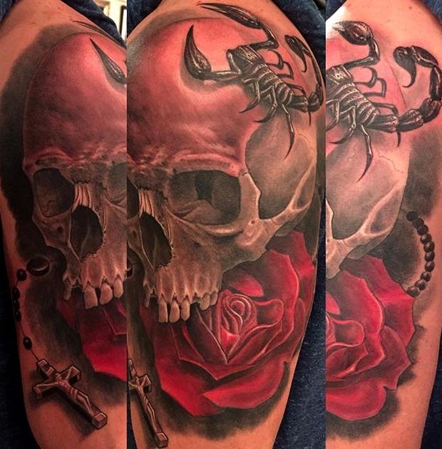 Tatuajes de escorpión con flores