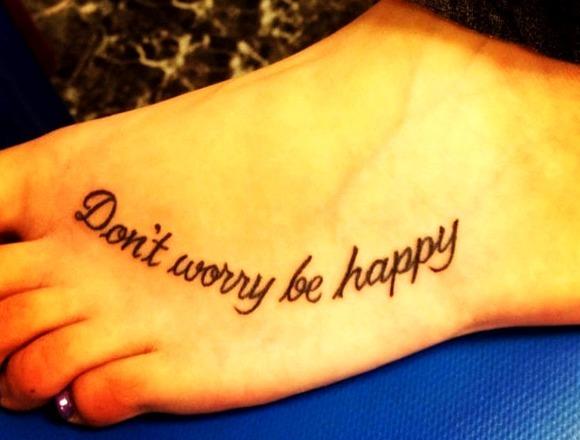 Tatuajes de frases en el pie