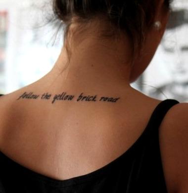 Tatuajes de frases para la nuca