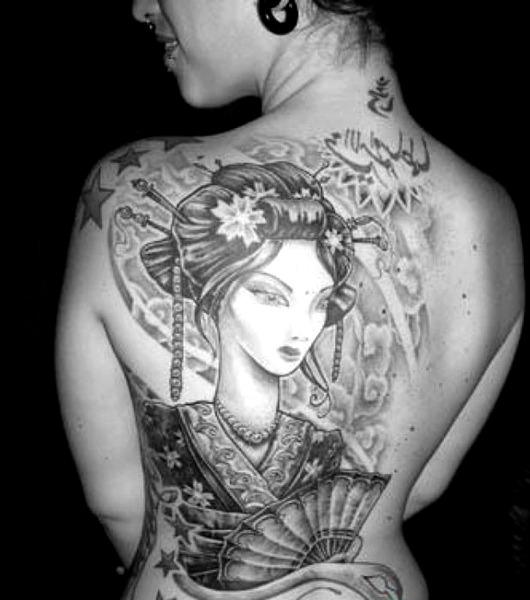 Tatuajes de geishas con abanicos