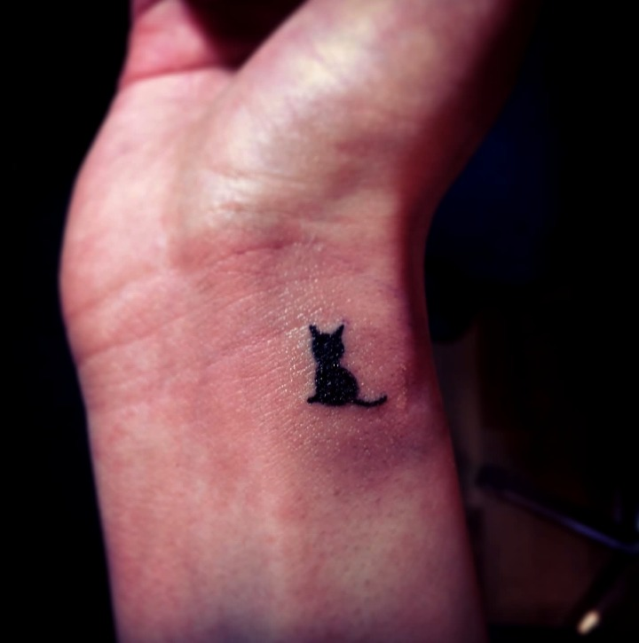 Tatuajes de la silueta de un gatito