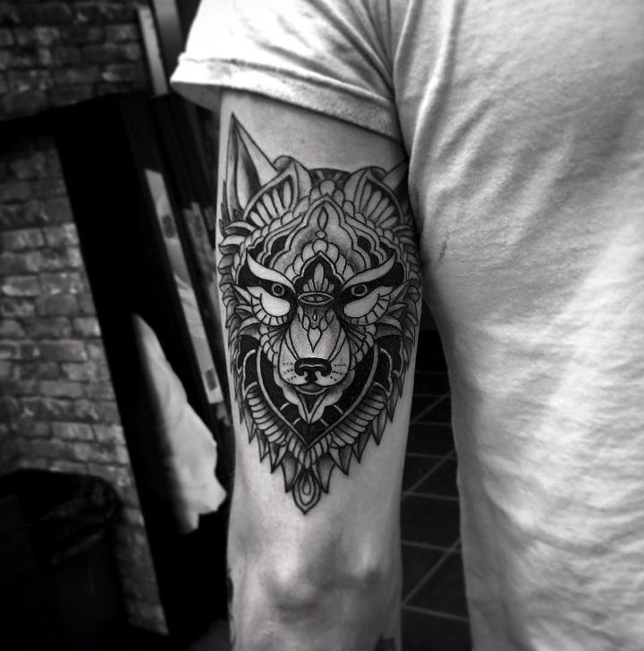 Tatuajes de lobos geométricos