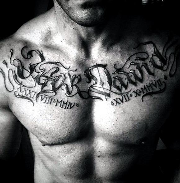 Tatuajes de nombres en el pecho