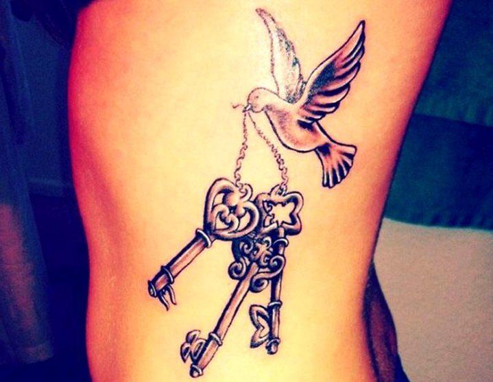 Tatuajes de palomas con llaves