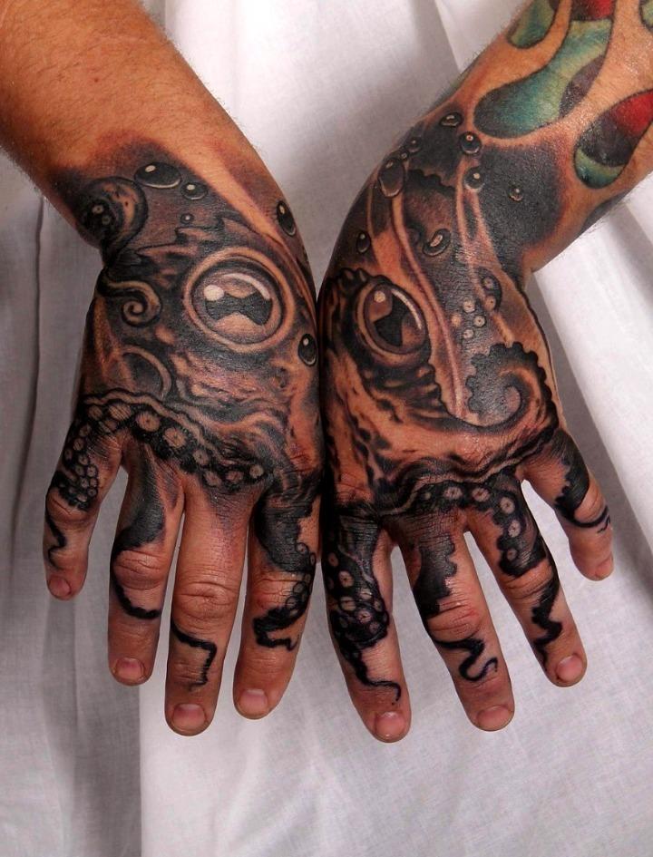Tatuajes de pulpo sobre la mano