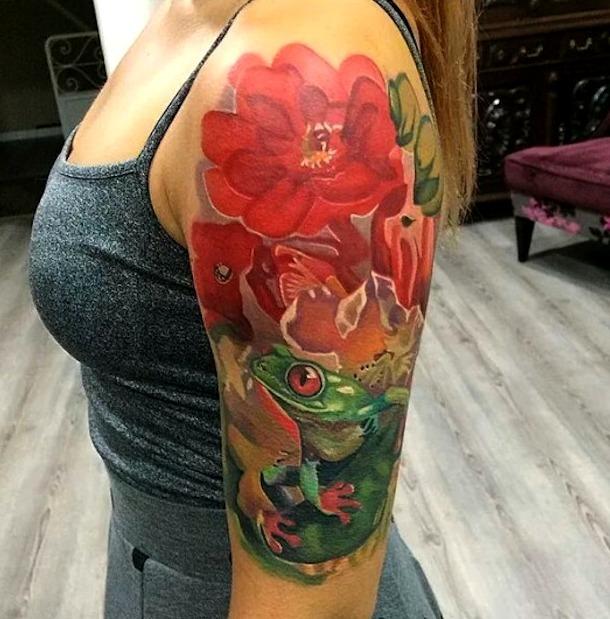 Tatuajes de ranas con flores