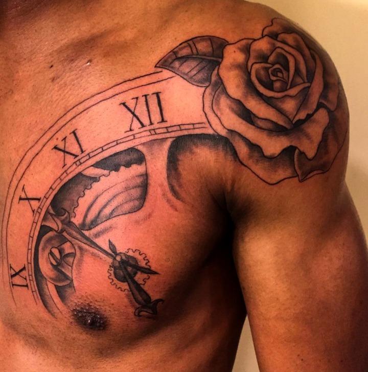 Tatuajes de rosas en el hombro