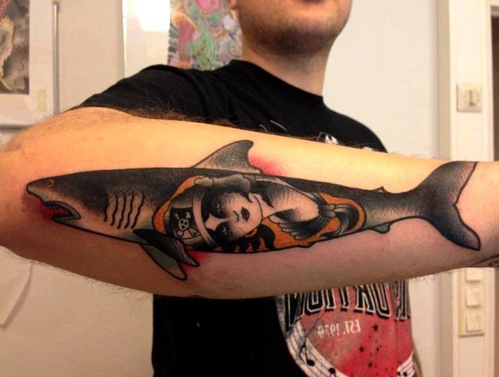 Tatuajes de tiburones en hombres