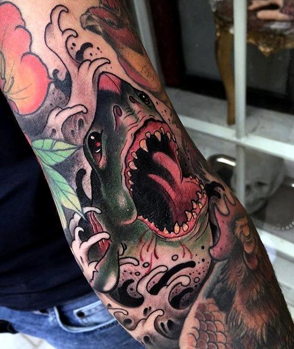 Tatuajes de tiburones sangrientos