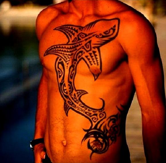 Tatuajes de tiburones tribales: maories y polinesios